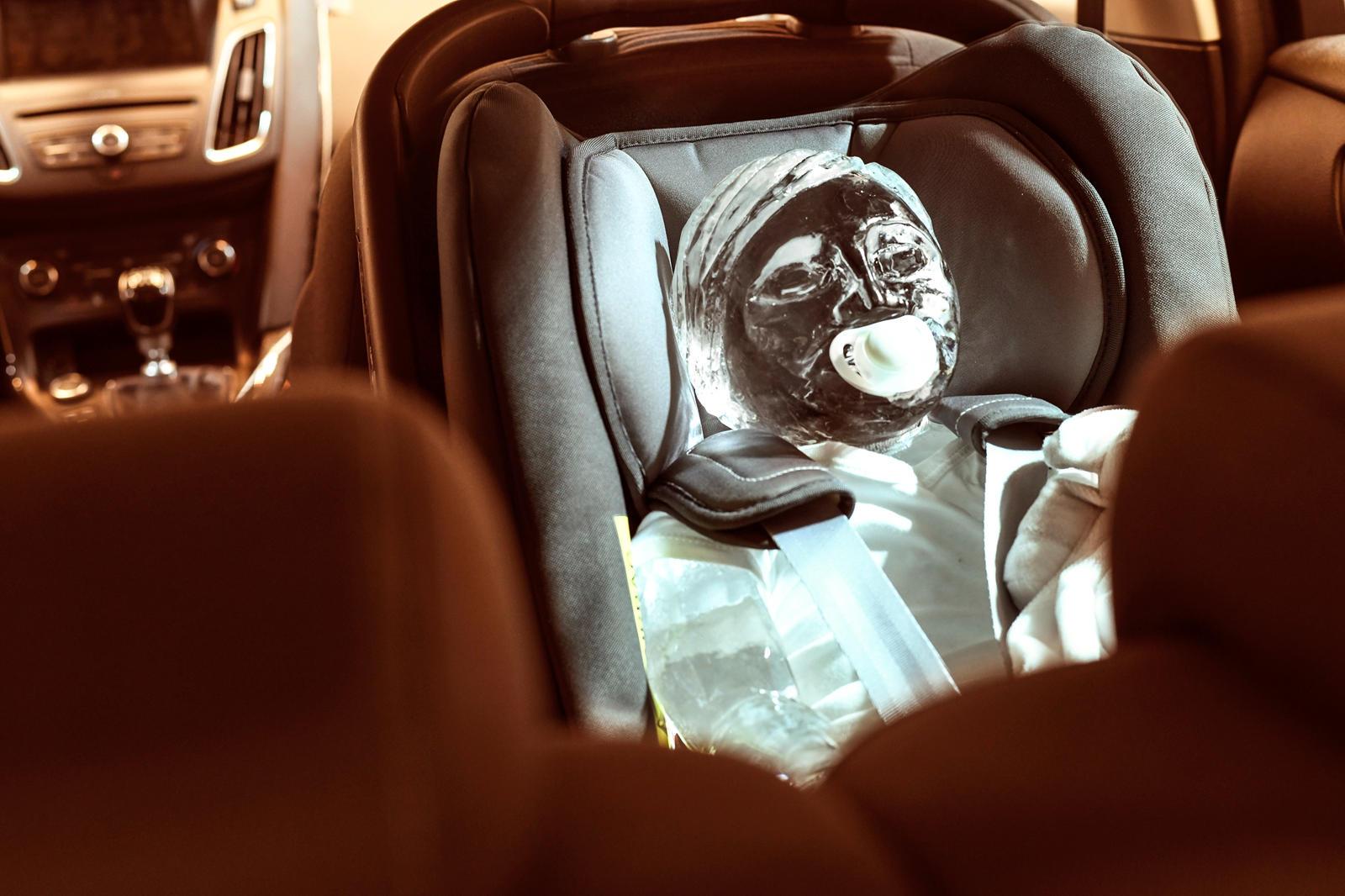 escultura de gelo bebe ford cadeirinha infantil