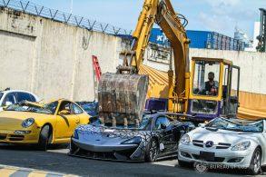 [Vídeo] Governo das Filipinas destróis carros importados ilegalmente