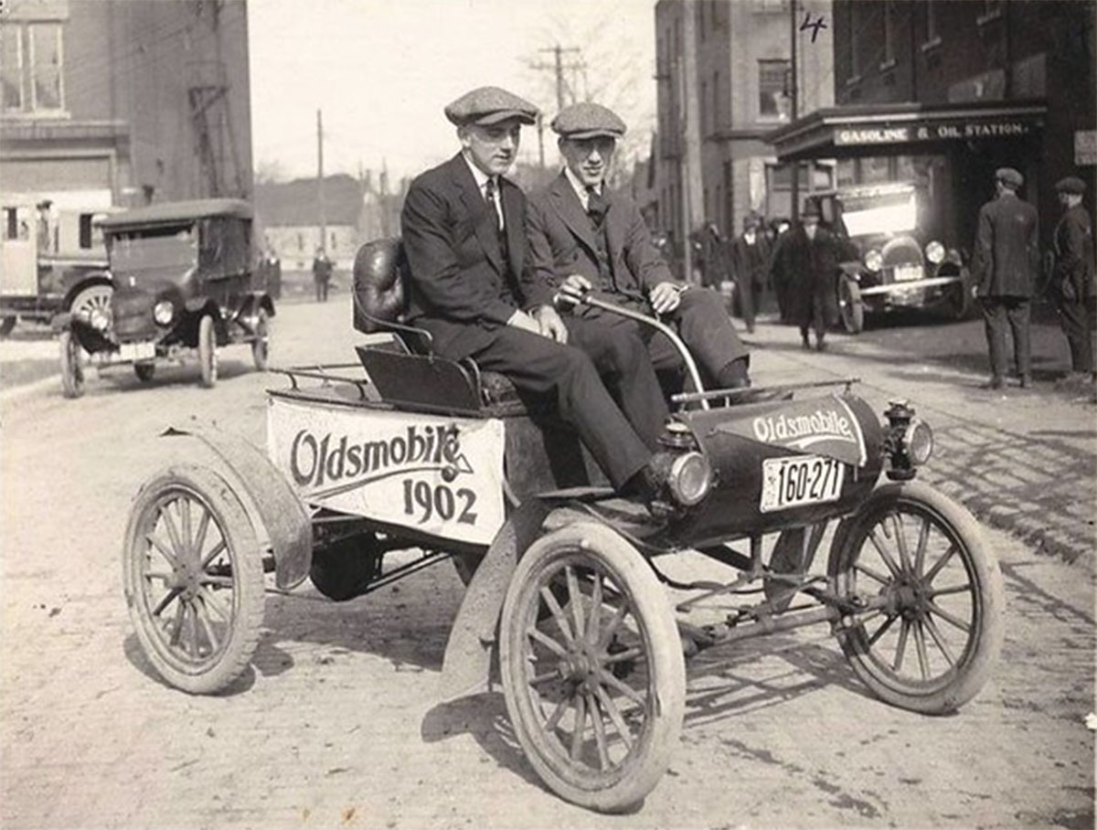 oldsmobile model r curved dash 1902 de frente