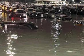 Enchente inunda pátio de fábrica da Jeep e destrói vários modelos