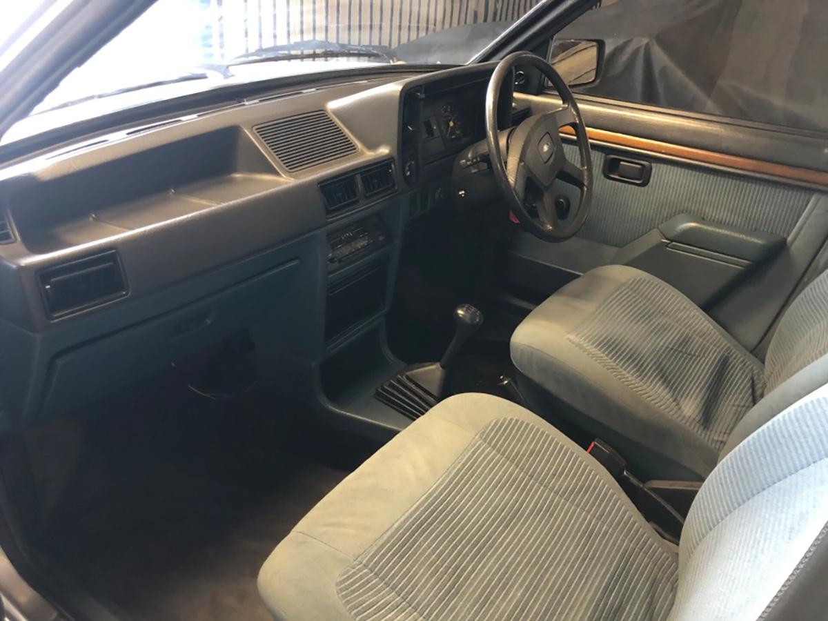 1981 ford escort ghia princesa diana interior painel