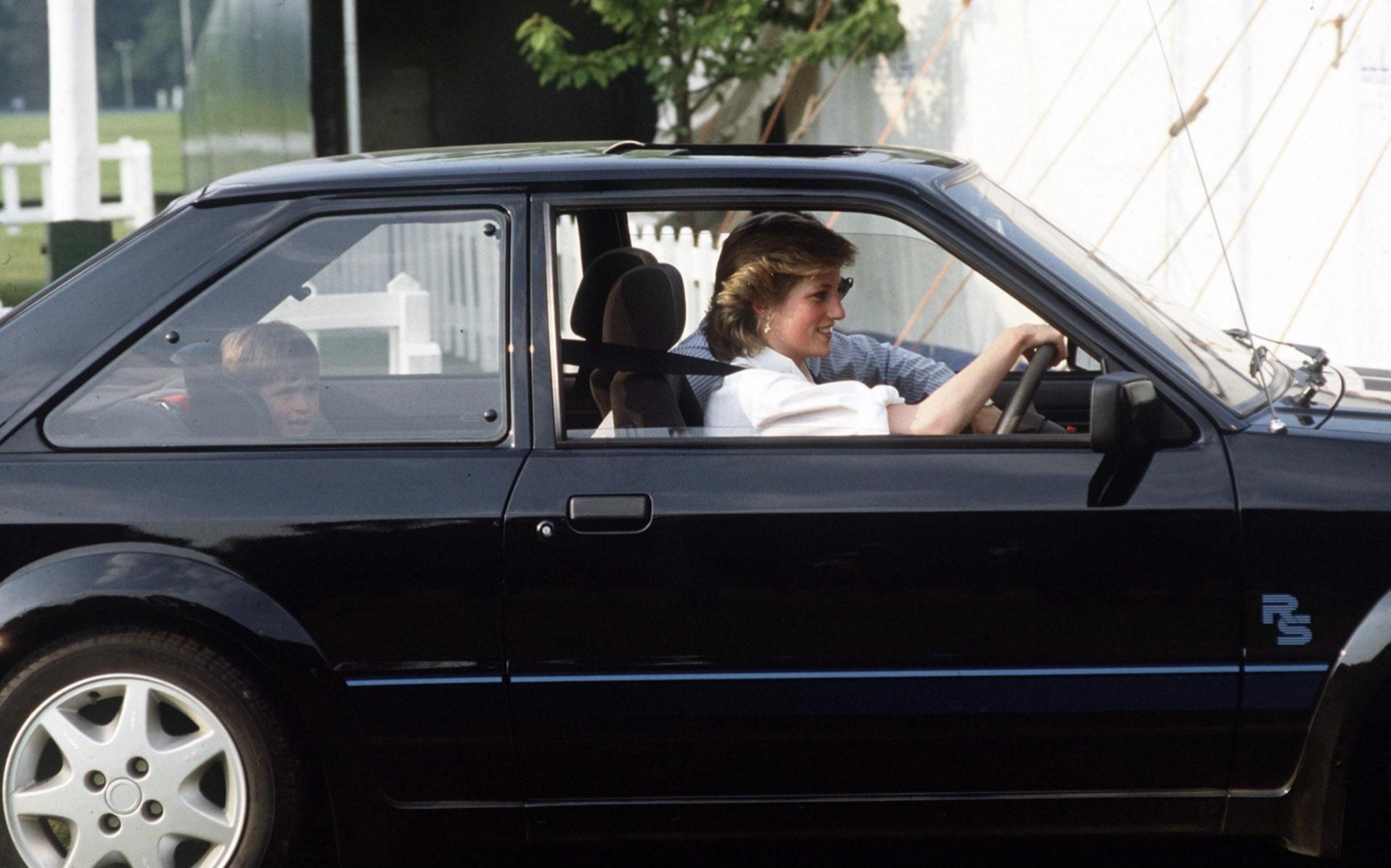 ford escort rs turbo princesa diana dirigindo foto de epoca