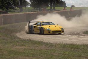 [Vídeo] Ferrari F40 faz drift na terra como se estivesse em um rali