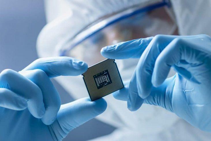 O chip que fornece a eletrônica nos automóveis está em falta no mundo inteiro