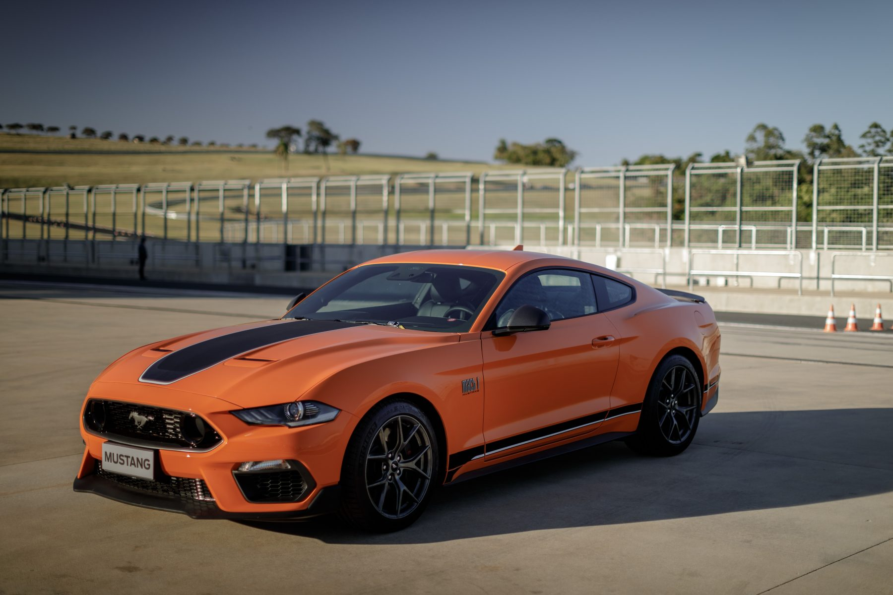 ford mustang mach1 vermelho lateral 9917