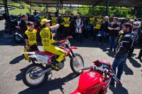 Cursos práticos reposicionam motociclistas experientes e em formação
