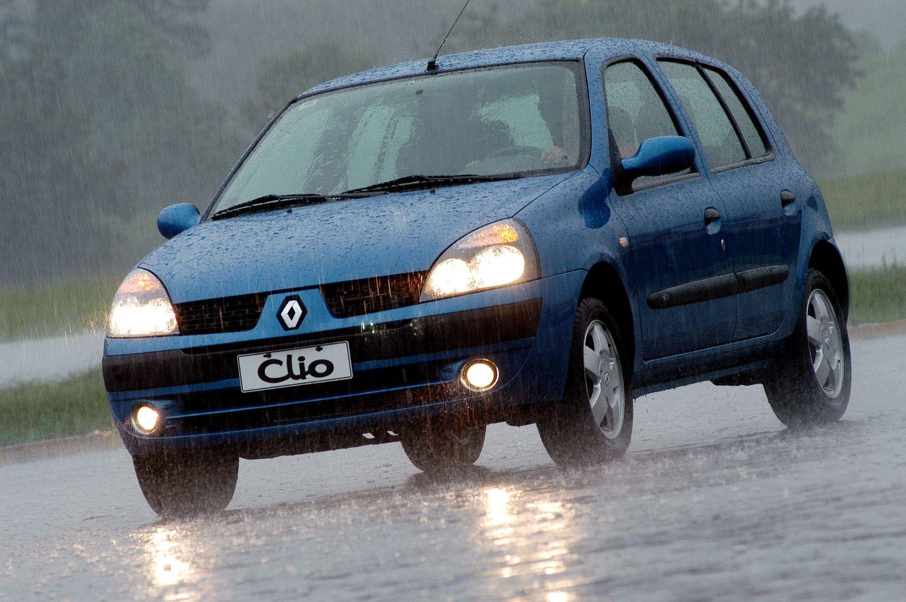 renault clio 2003 azul frente chuva farois de neblina ligados