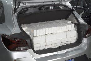Como o porta-malas é medido em litros? Usam água?