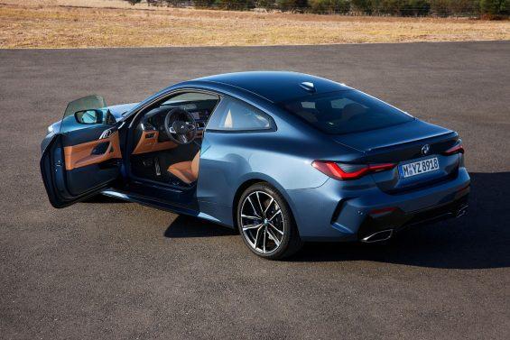 bmw m440i xdrive coupe azul traseira porta aberta