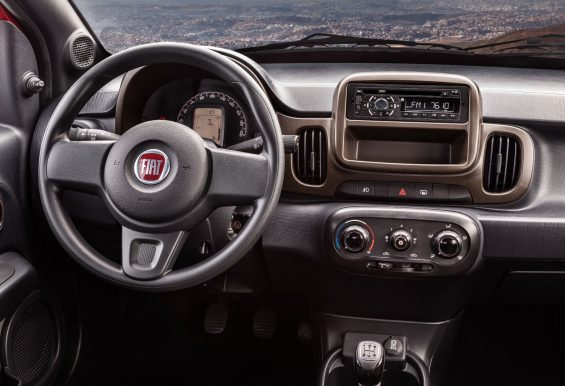 fiat mobi way extreme interior painel cd player