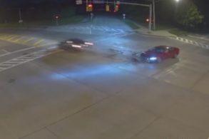 Motorista atinge carros e casa a 190 km/h ao deixar 'Deus assumir volante'