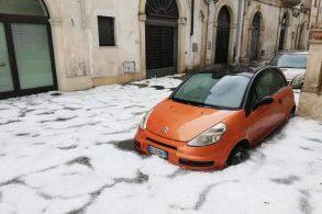 Tempestades de granizo destrói carros na Itália; veja como se proteger