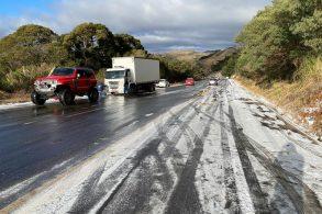 Jeep Clube resgata motoristas em estrada congelada no sul do país