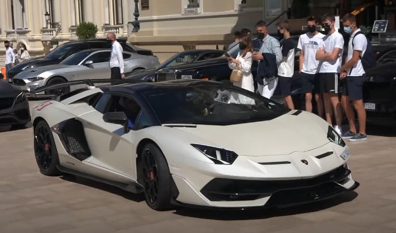 lamborghini aventador svj roadster branco fosco placa qatar frente
