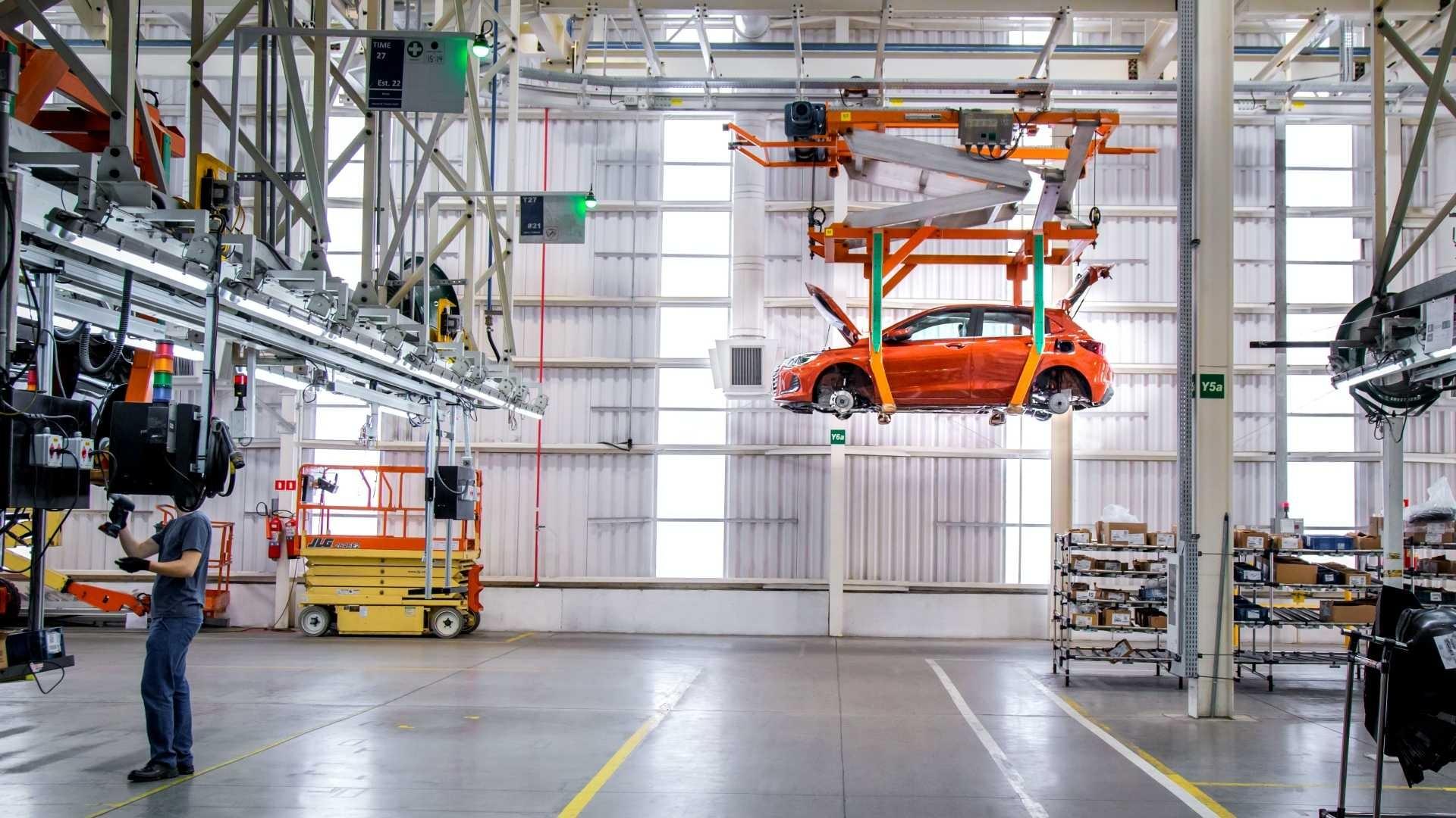 Fábrica da GM em Gravataí retoma a produção do Chevrolet Onix