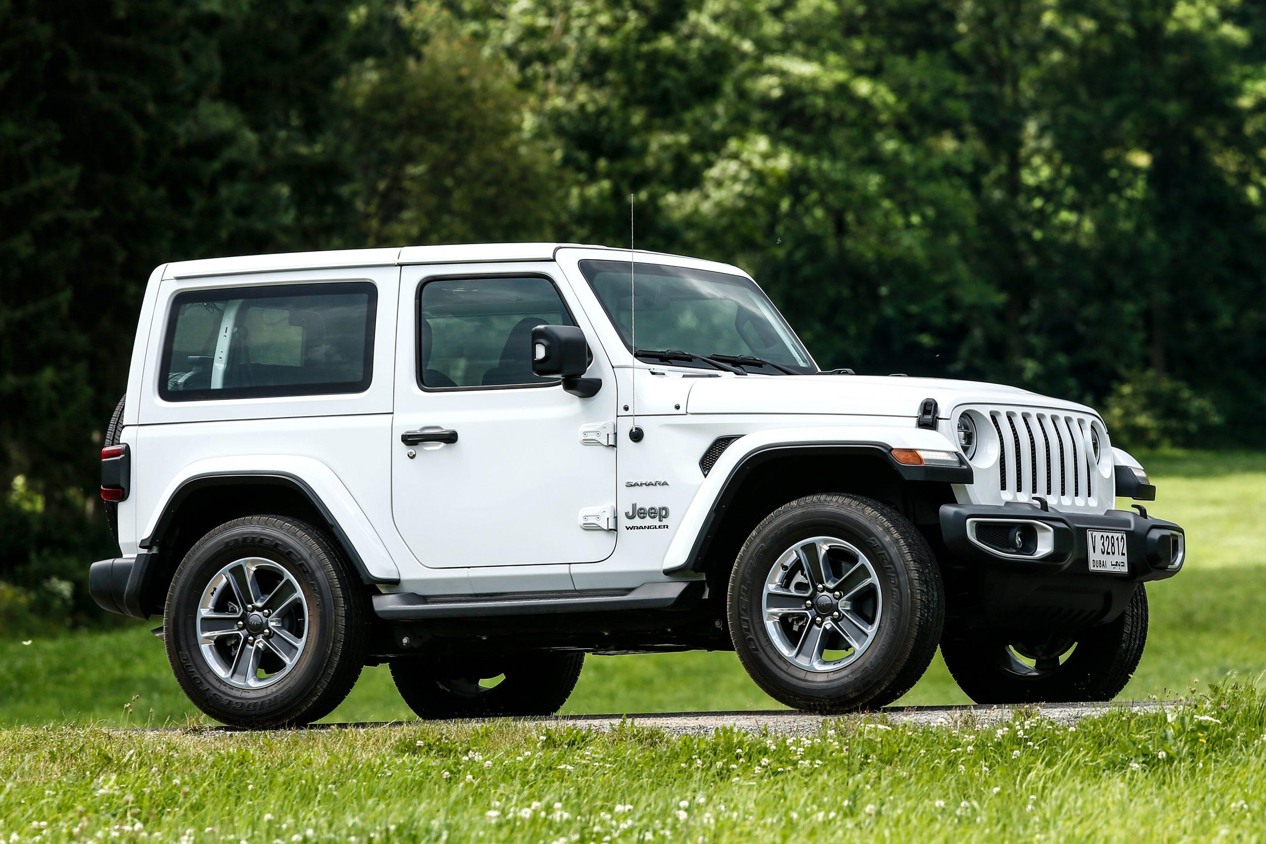 jeep wrangler sahara 5 portas branco lateral