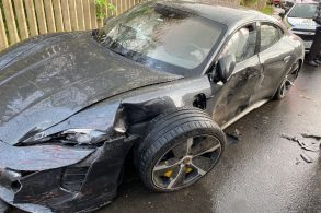 Paolo Guerrero tem Porsche de R$ 1 milhão destruído em Porto Alegre