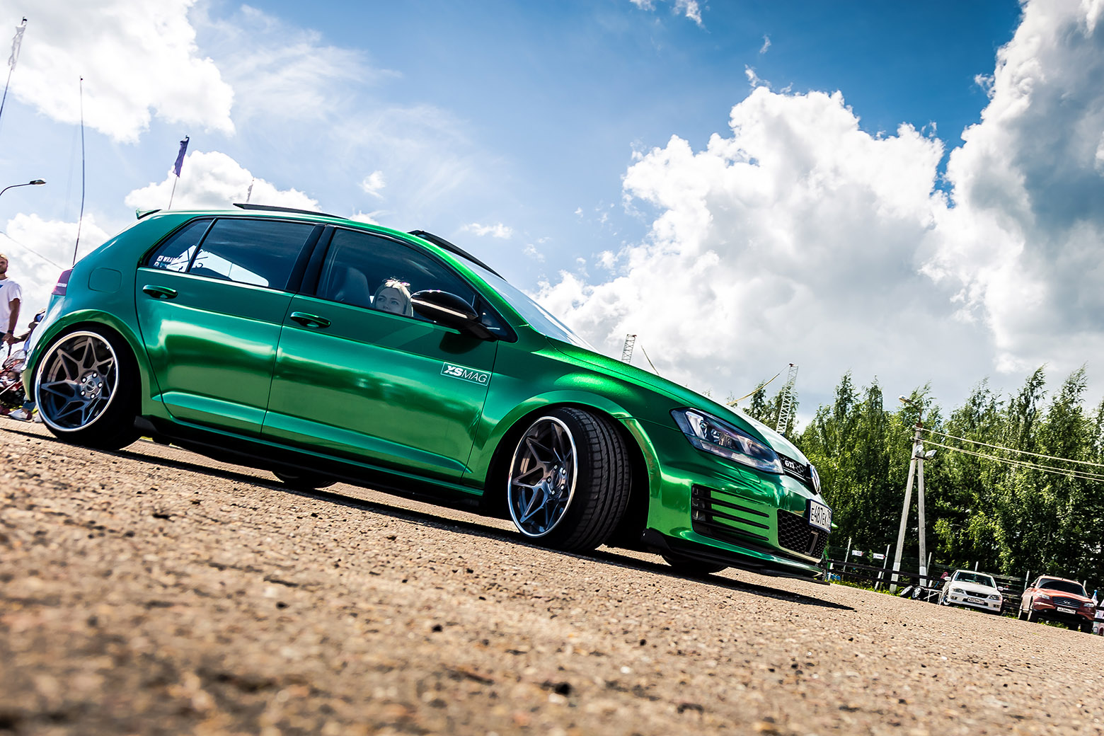 volkswagen golf verde rebaixado com suspensao a ar
