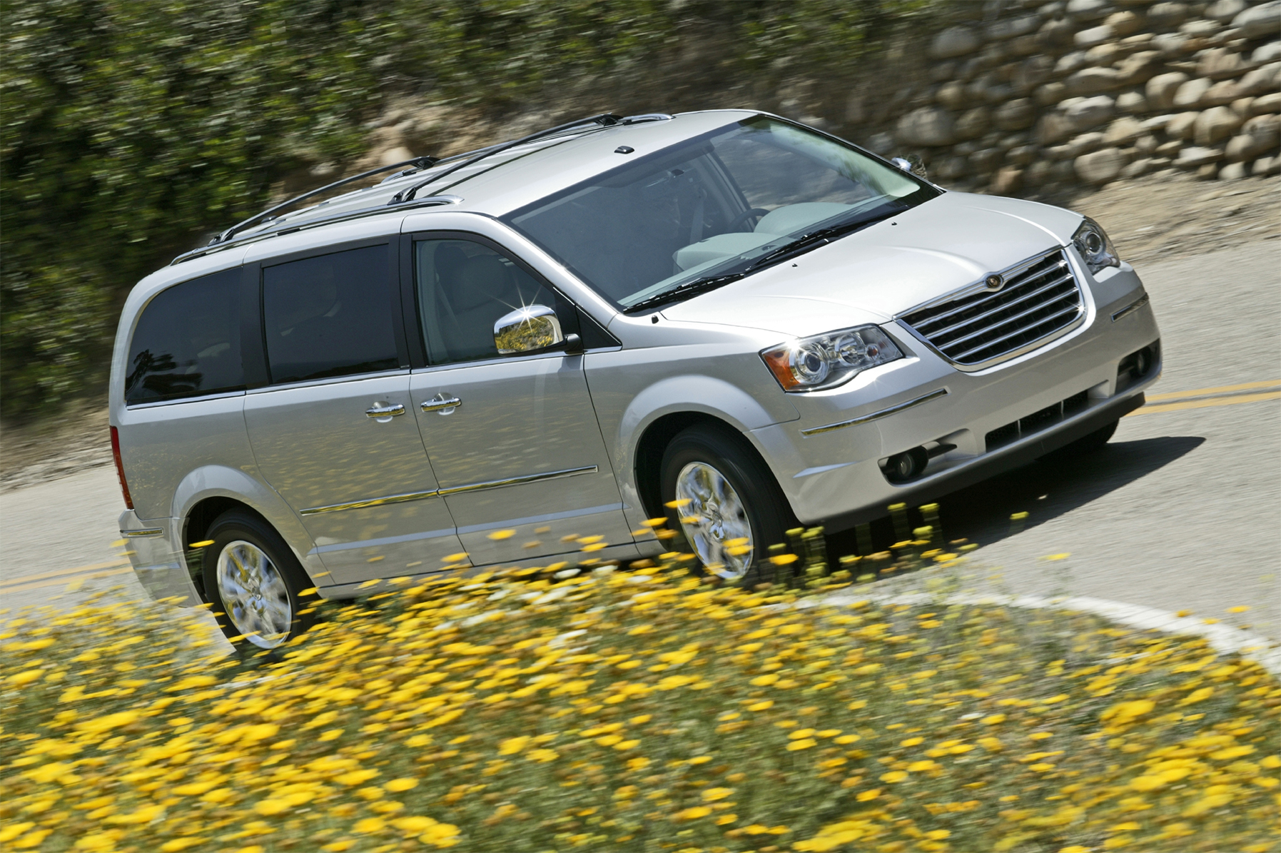 minivan chrysler town and country 2008 prata lateral