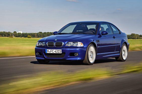bmw m3 coupe competition package e46 frente azul em movimento