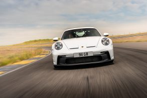 Porsche 911 GT3: a 240 km/h, com um elefante sentado na traseira