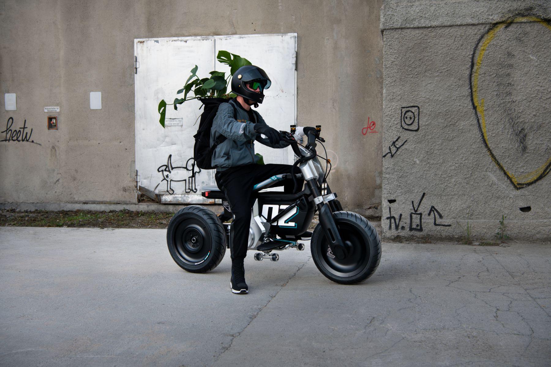 bmw motorrad concept ce 02 com piloto