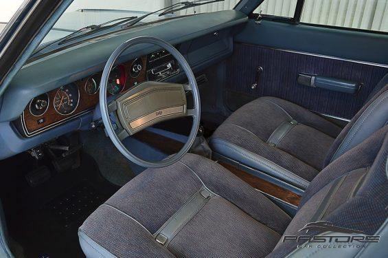 interior dodge magnum azul