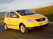volkswagen fox amarelo duas portas de frente exportado europa