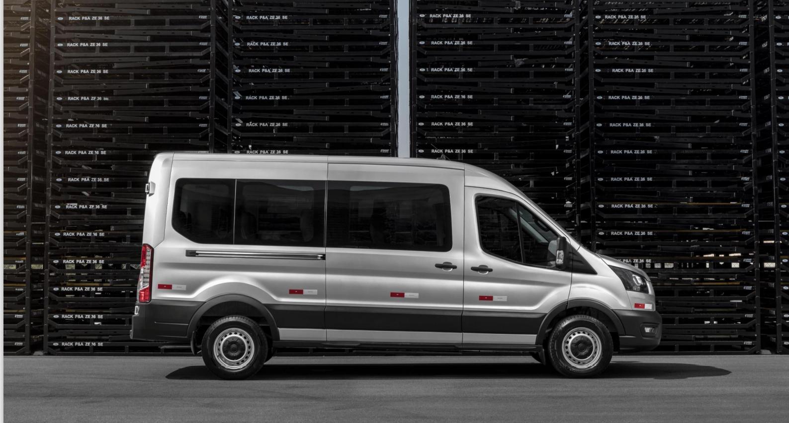 ford transit lateral prata modelo curto de passageiros