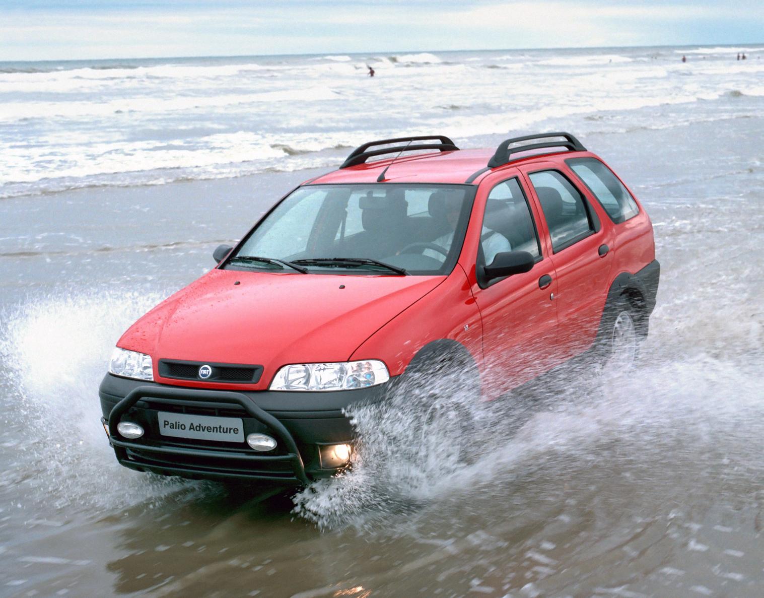 fiat palio adventure vermelha frente praia