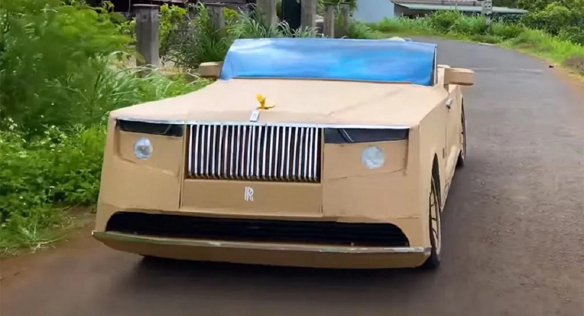 replica de papelao do rolls royce boat tail o carro mais caro do mundo