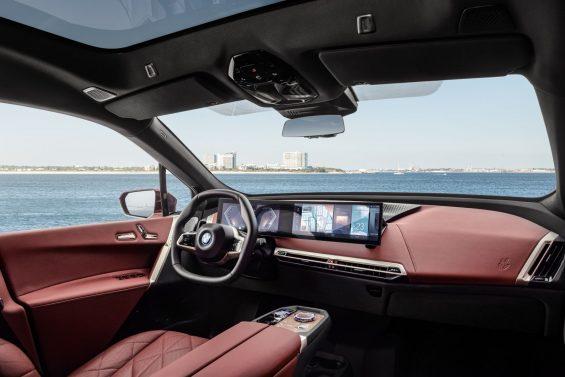 bmw ix sport interior acabamento vermelho