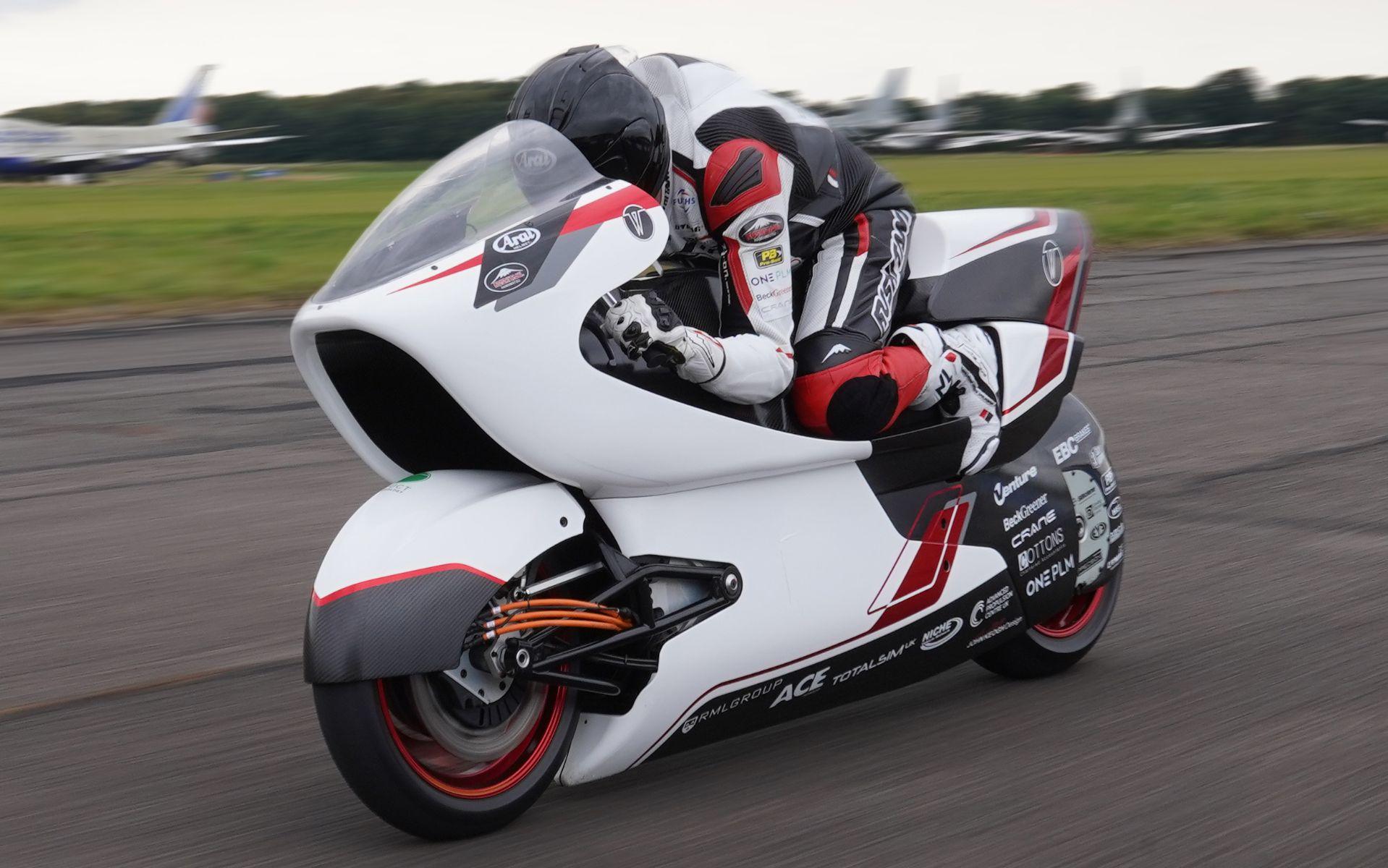 white motorcycle concepts wmc250ev em teste pista frente