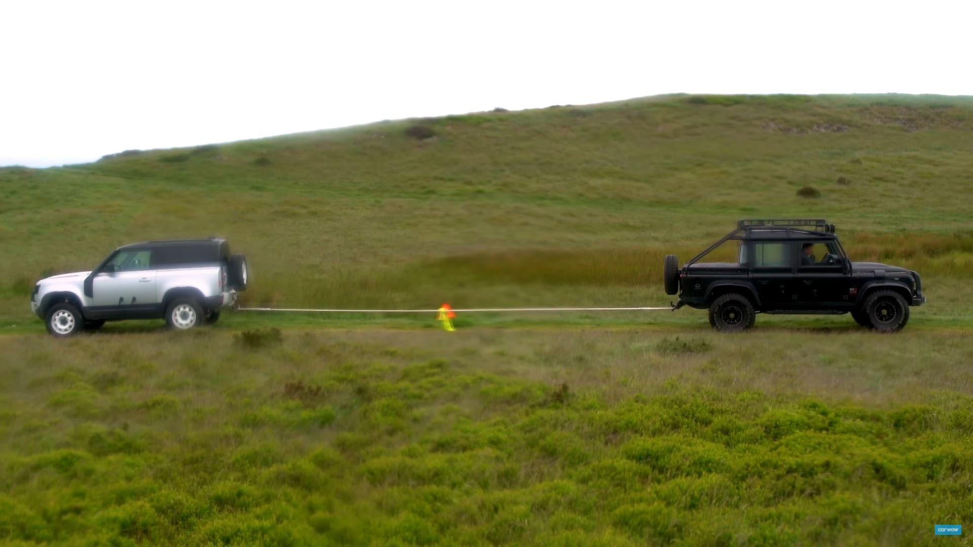 cabo de guerra entre dois land rover defender