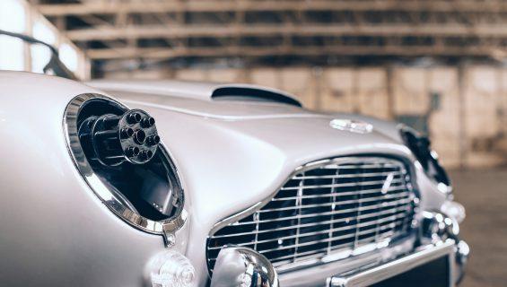 the little car company aston martin db5 junior no time to die edition detalhe da dianteira com metralhadoras