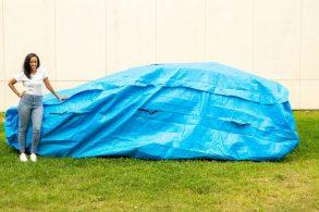 Engenheira desenvolve 'bolsa gigante' para proteger carros de enchentes