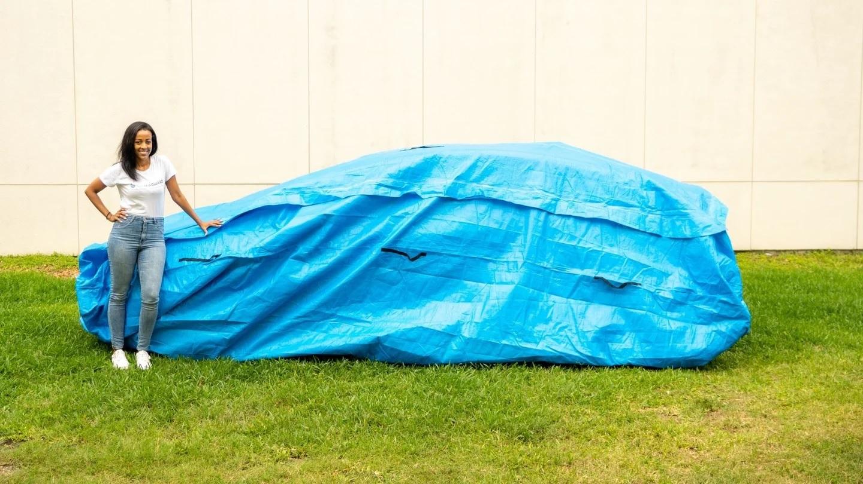 capa de protecao contra enchentes para carros com engenheira que a inventou
