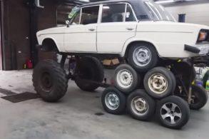 O mais insano sobre esse Lada de 14 rodas é que ele funciona