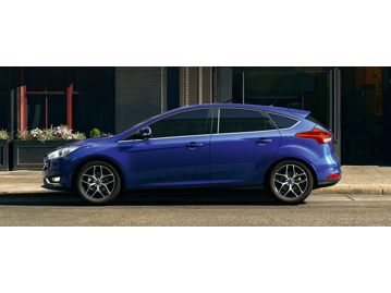 ford focus-hatch-titanium-plus-20-powershift-2017 lateral