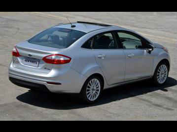 ford new-fiesta-sedan-16-titanium-powershift-plus-aut-2016 traseira