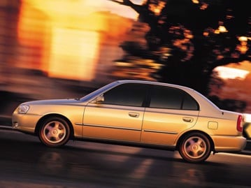 hyundai accent-sedan-gls-15-16v-2001 lateral