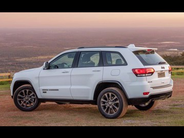 jeep grand-cherokee-36-v6-limited-75-anos-4wd-2016 traseira