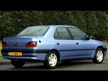 peugeot 306-sedan-passion-18-16v-2001 traseira