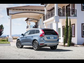 volvo xc60-24-d5-momentum-4wd-2017 traseira